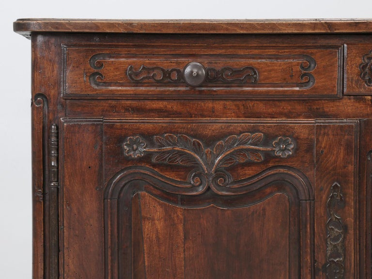 Antique Country French Louis XV Fruit Wood Two-Door Buffet, circa 1700s For Sale 5