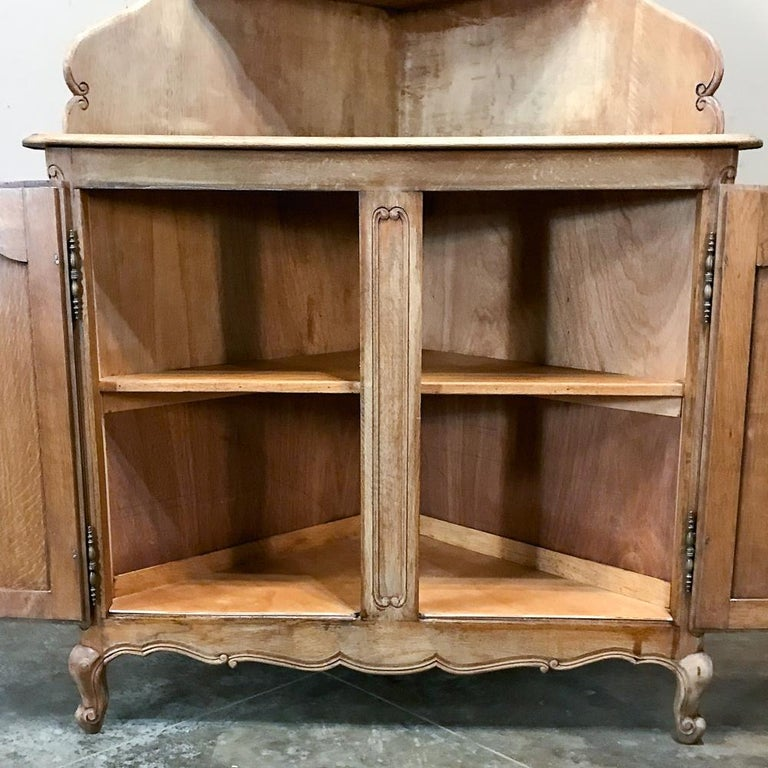 Antique Country French Stripped Corner Cabinet In Good Condition For Sale In Dallas, TX