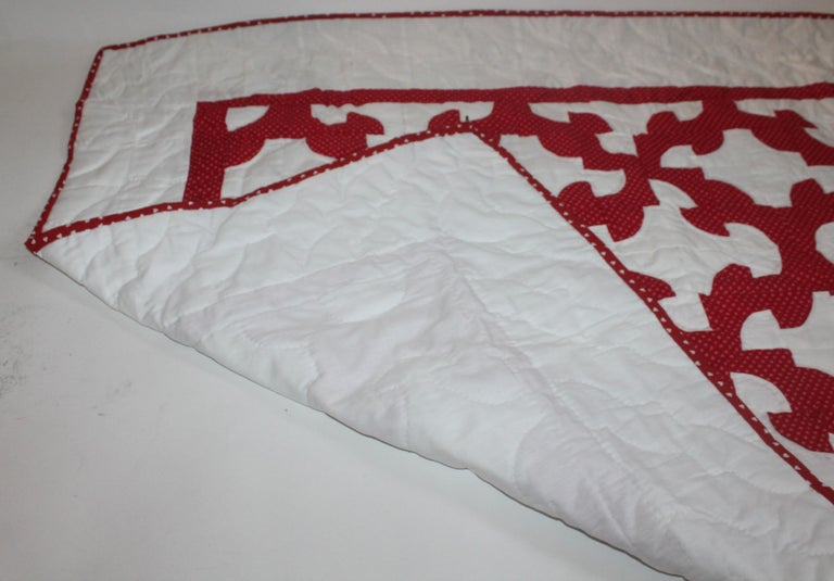 Antique Crib Quilt from Lancaster, PA In Excellent Condition For Sale In Los Angeles, CA