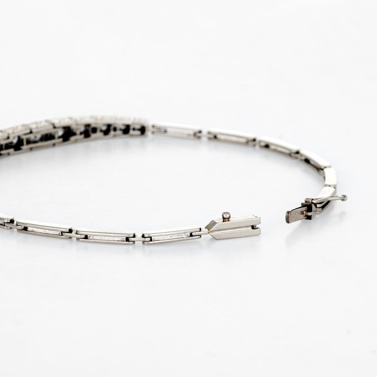 Stylish and elegant vintage Art Deco era bracelet (circa 1920s to 1930s), crafted in 14 karat white gold.   Round brilliant cut diamonds graduate in size and total an estimated 1.15 carats (estimated at H-I color and VS2-SI1 clarity).   The bracelet