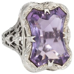 Antique Deco Amethyst Filigree Cocktail Ring Vintage 18 Karat White Gold