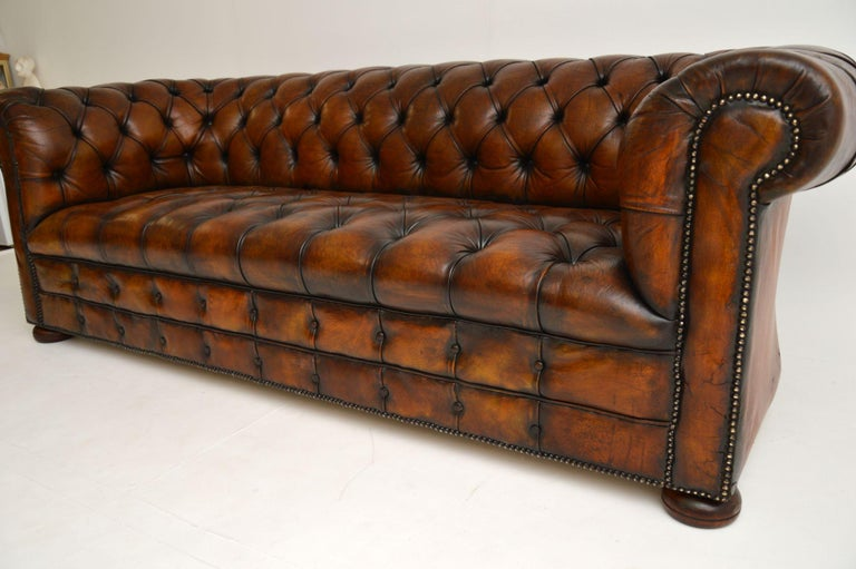 Antique Deep Buttoned Leather Chesterfield Sofa In Good Condition For Sale In London, GB