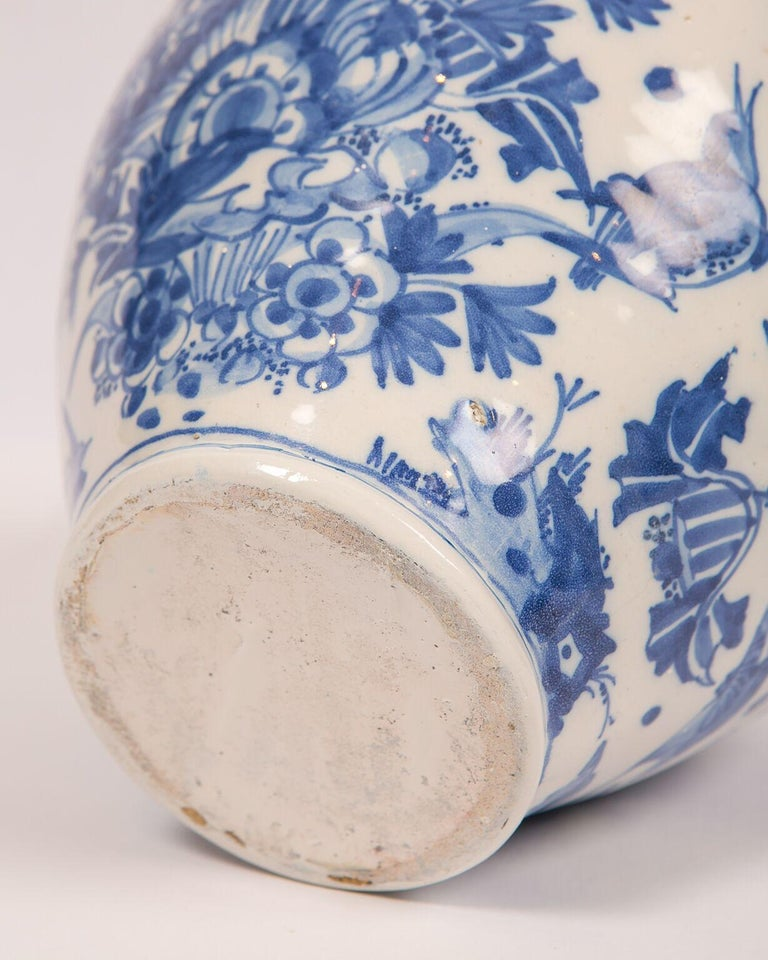 London Delftware Blue and White Flower Vase 17th Century circa 1685 5