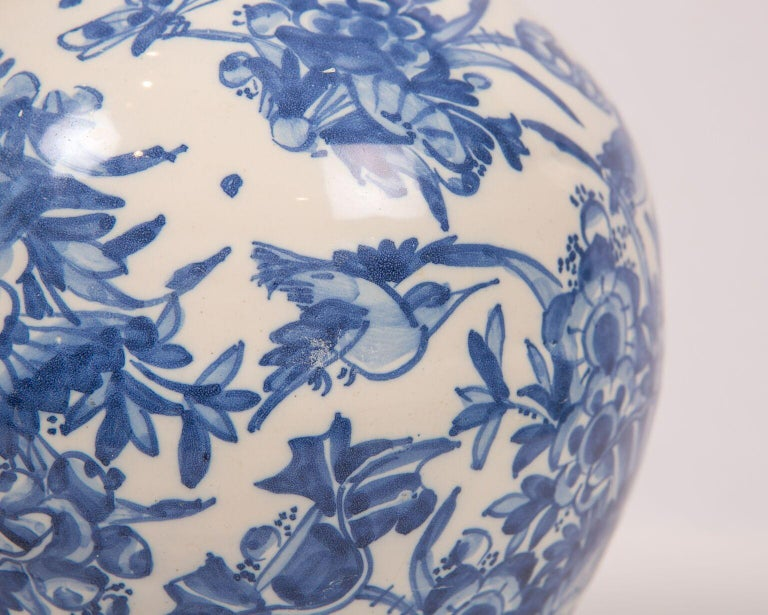 Chinoiserie London Delftware Blue and White Flower Vase 17th Century circa 1685