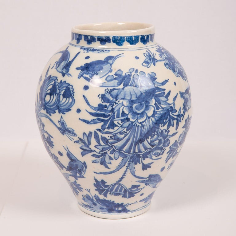 Hand-Painted London Delftware Blue and White Flower Vase 17th Century circa 1685