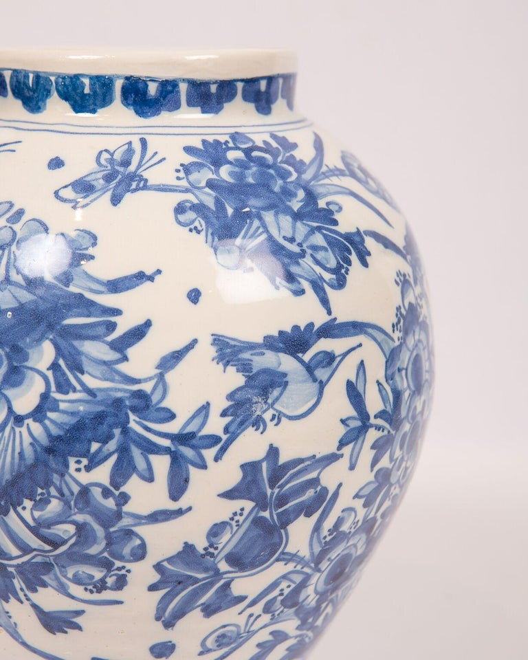London Delftware Blue and White Flower Vase 17th Century circa 1685 In Excellent Condition In Katonah, NY