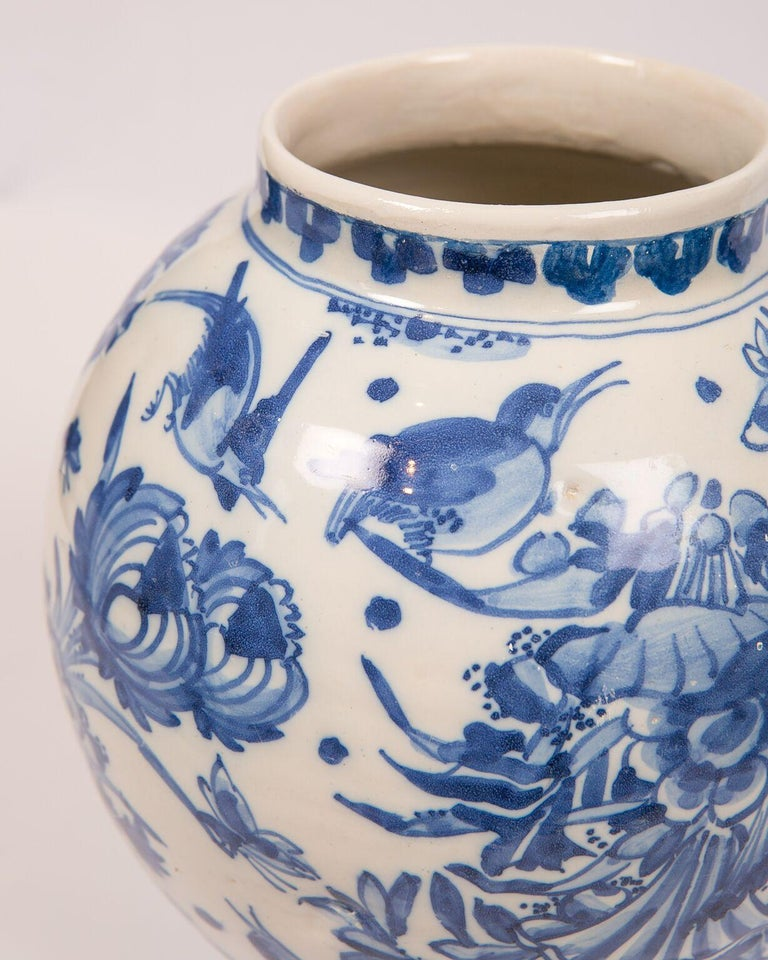 London Delftware Blue and White Flower Vase 17th Century circa 1685 3