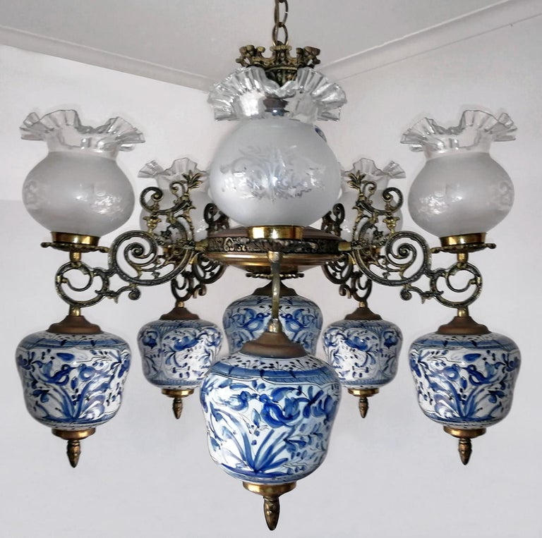 Antique delft blue oil lamp chandelier. Measures: Width 27.56 in / 70 cm Height 27.56 in / 70 cm 7-light bulbs E 27 and E 14 / good working condition Assembly required. Bulbs not included.