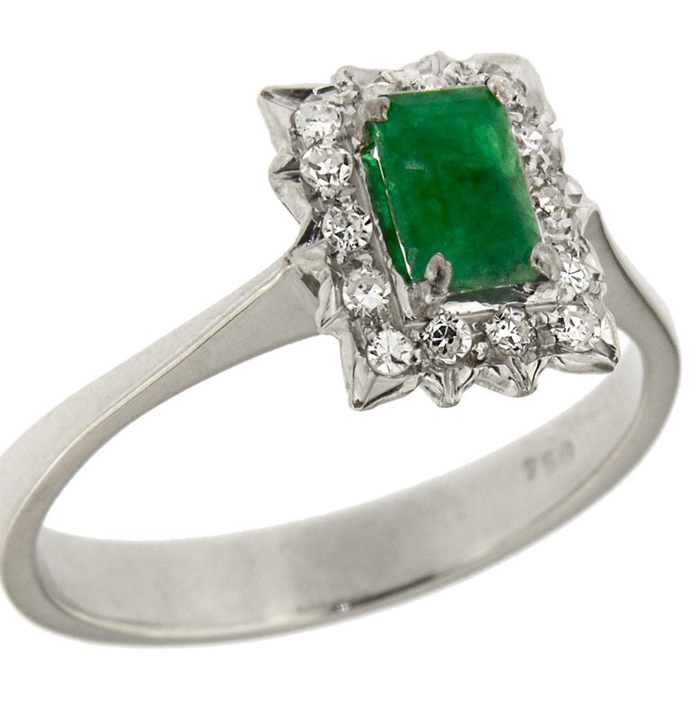 Antique Diamonds .40 Emerald 18 Karat White Gold Ring In Excellent Condition For Sale In Milano, IT