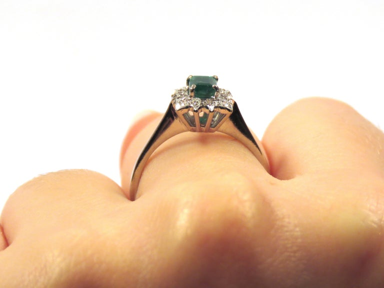 Antique Diamonds .40 Emerald 18 Karat White Gold Ring For Sale 1