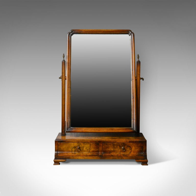 This is an antique dressing table mirror in burr walnut. An English, Georgian revival, vanity, toilet mirror dating to the early 19th century, circa 1910.  Mid-sized vanity mirror in the Georgian revival taste Fine burr walnut finish displaying