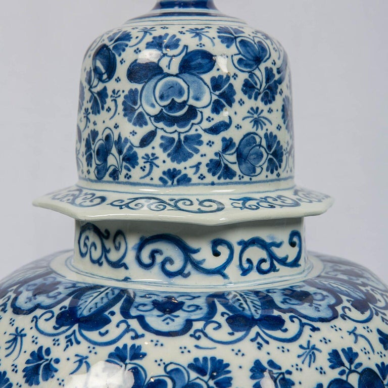 Antique Dutch Delft Blue and White Three Piece Garniture Made 1700-1716 In Excellent Condition For Sale In New York, NY