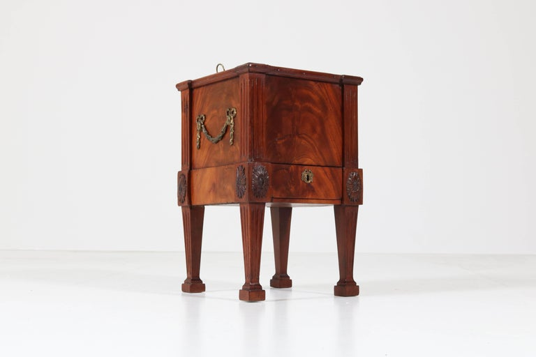 Wonderful and rare Dutch Louis XVI jardinière or wine cooler, 1790s.