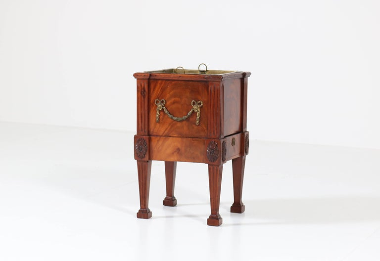 Antique Dutch Mahogany Louis XVI Jardinière or Wine Cooler, 1790s In Good Condition For Sale In Amsterdam, NL