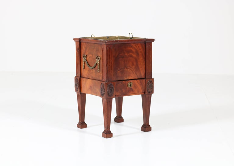 Antique Dutch Mahogany Louis XVI Jardinière or Wine Cooler, 1790s For Sale 4