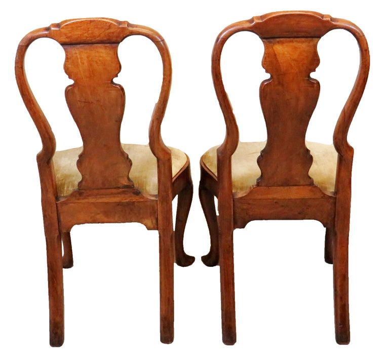 Antique Early 18th Century Pair of Walnut Side Chairs In Good Condition For Sale In Bedfordshire, GB