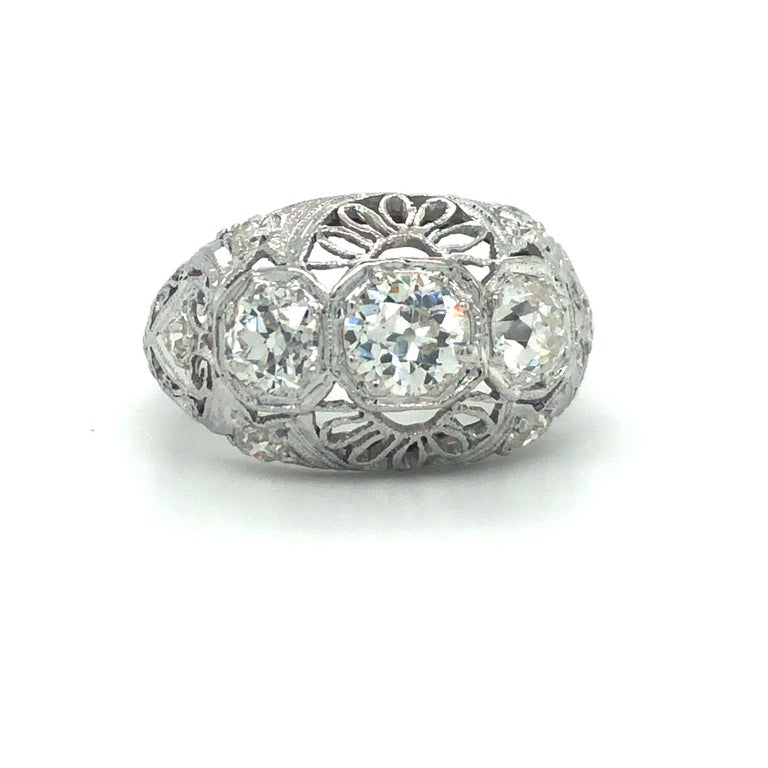 Antique Early 1900s Old Cut Diamond Three-Stone Filigree Ring Platinum In Good Condition In Brandford, CT