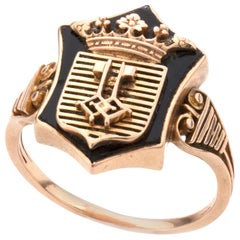 Antique Early 20th Century 18 Karat Gold Ring with a Crest on Black Enamel, 1920