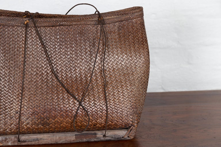 Antique Early 20th Century Small Woven Grain Basket from the Philippines In Good Condition For Sale In Yonkers, NY
