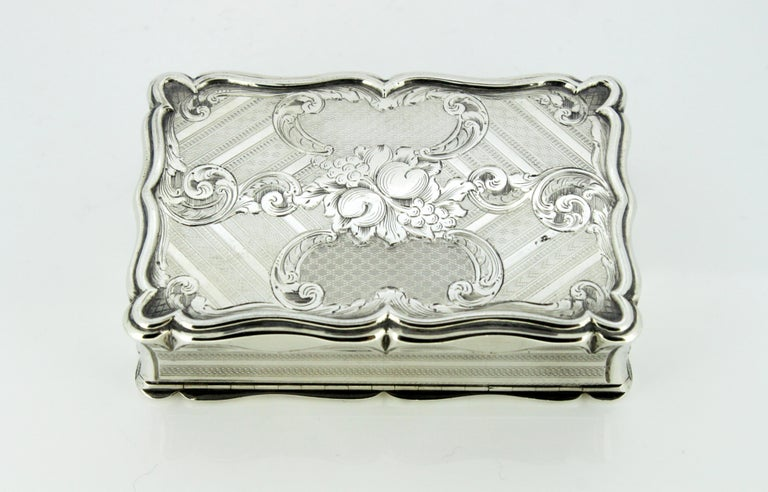 Antique Early Victorian Sterling Silver Cigarette Box, Birmingham, 1848 For Sale 2
