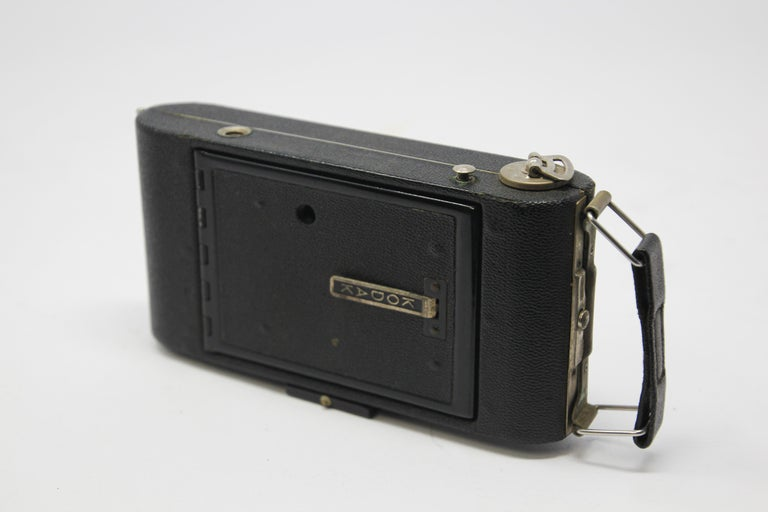 Antique Eastman Kodak 3A Folding Pocket Camera with Leather Case In Fair Condition For Sale In North Hollywood, CA