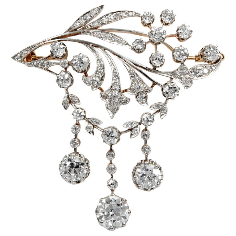 Antique Edwardian circa 1900 Certified 5.93 Carat Diamond Garland Style Brooch For Sale