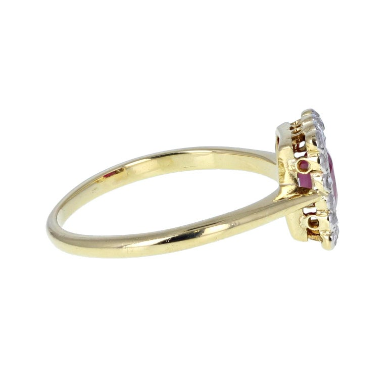 Antique Edwardian Oval-Cut Ruby & Diamond Gold Platinum Cluster Engagement Ring In Excellent Condition For Sale In Newcastle Upon Tyne, GB