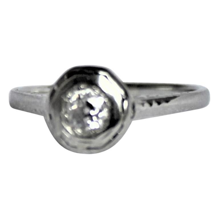Antique Edwardian Ladies 18-Karat White Gold and Diamond Solitaire Ring For Sale