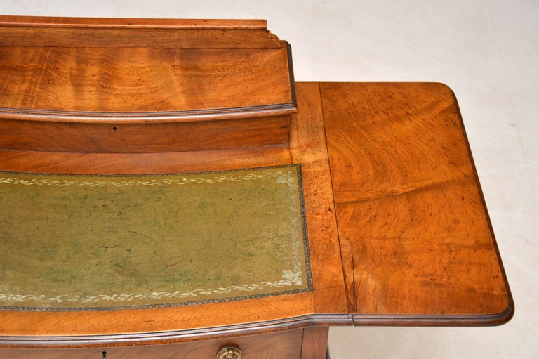 Early 20th Century Antique Edwardian Mahogany and Leather Writing Table For Sale