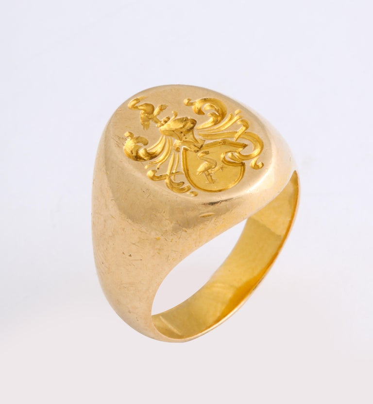 Antique Edwardian Signet Ring of Two Storks by Larter and Sons In Excellent Condition For Sale In Stamford, CT