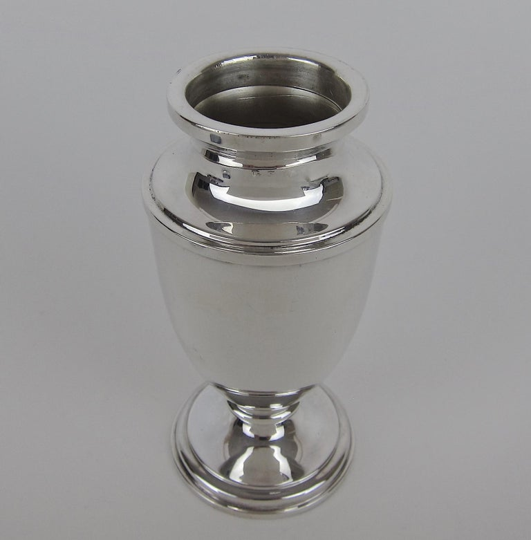 Antique Edwardian Sterling Silver Sugar Caster from E.S. Barnsley of Birmingham For Sale 3