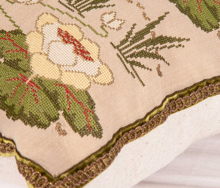 Antique Embroidered Pillow from Eastern Europe, Bulgaria, Early 20th Century In Good Condition For Sale In Istanbul, TR