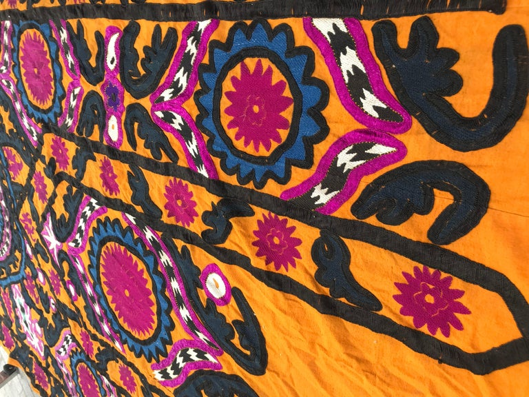 Antique Embroidery Early 20th Century Uzbek Suzani Embroidered For Sale 9
