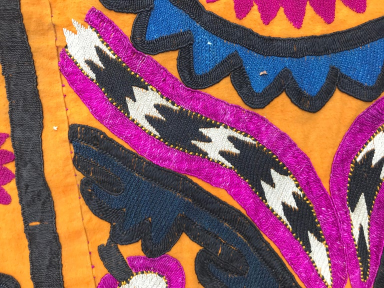 Antique Embroidery Early 20th Century Uzbek Suzani Embroidered For Sale 10