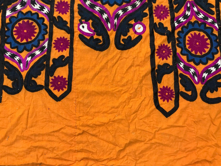 Antique Embroidery Early 20th Century Uzbek Suzani Embroidered For Sale 3