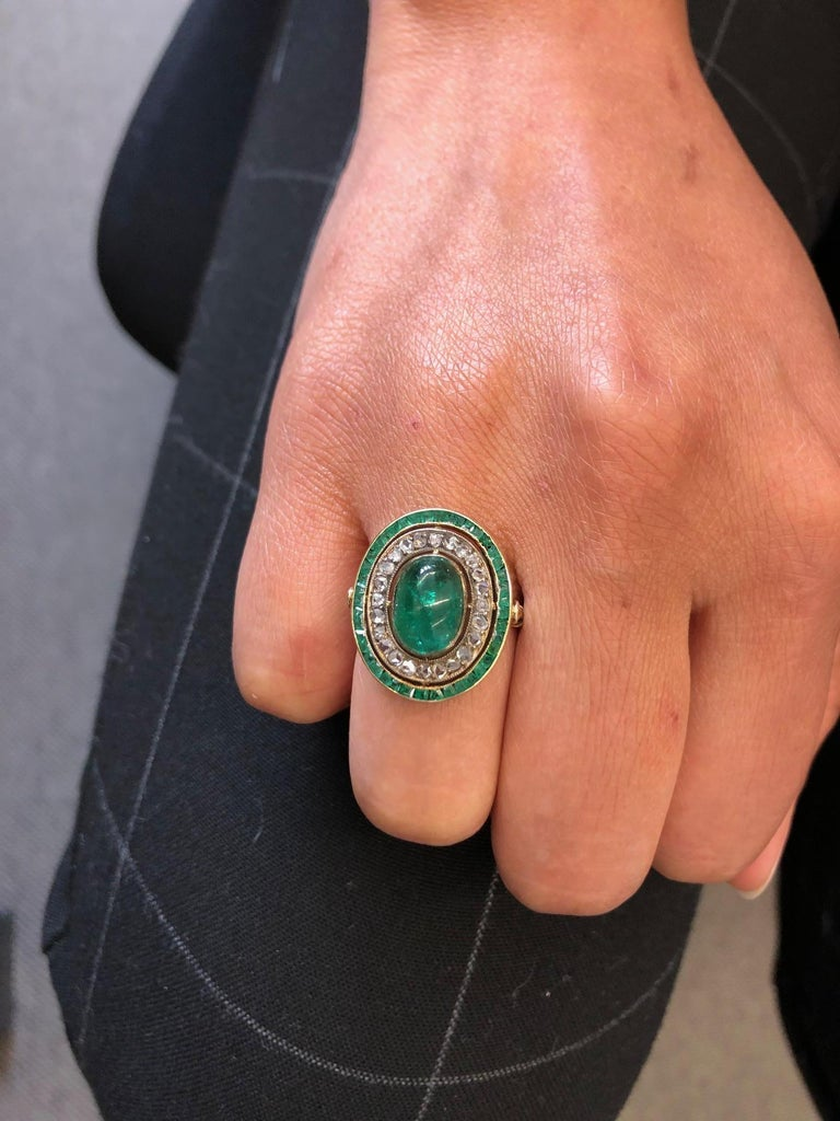 Antique Emerald and Diamond Ring in Yellow Gold For Sale 5
