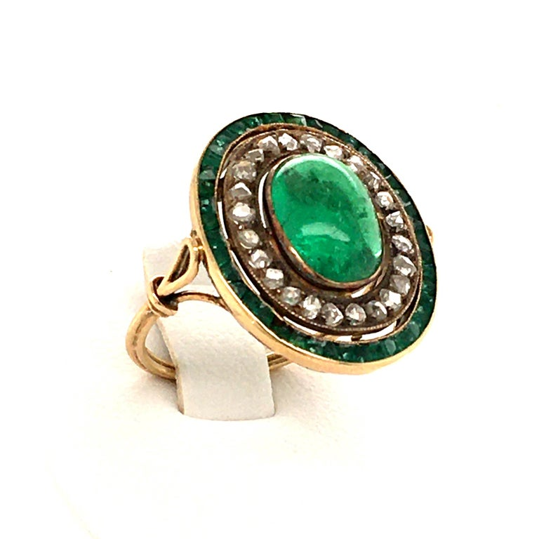 Antique Emerald and Diamond Ring in Yellow Gold In Good Condition For Sale In Lucerne, CH