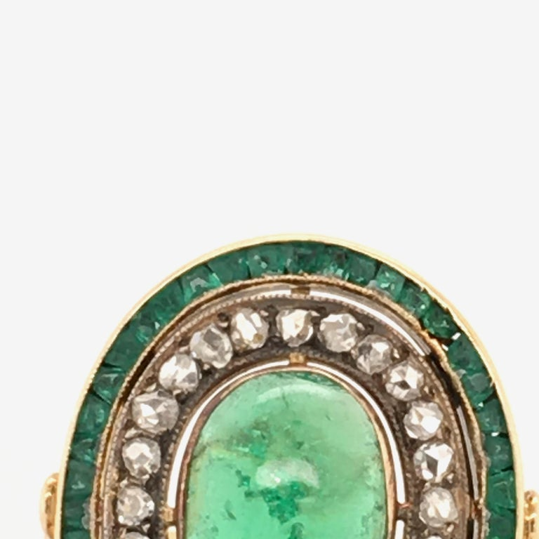 Women's or Men's Antique Emerald and Diamond Ring in Yellow Gold For Sale