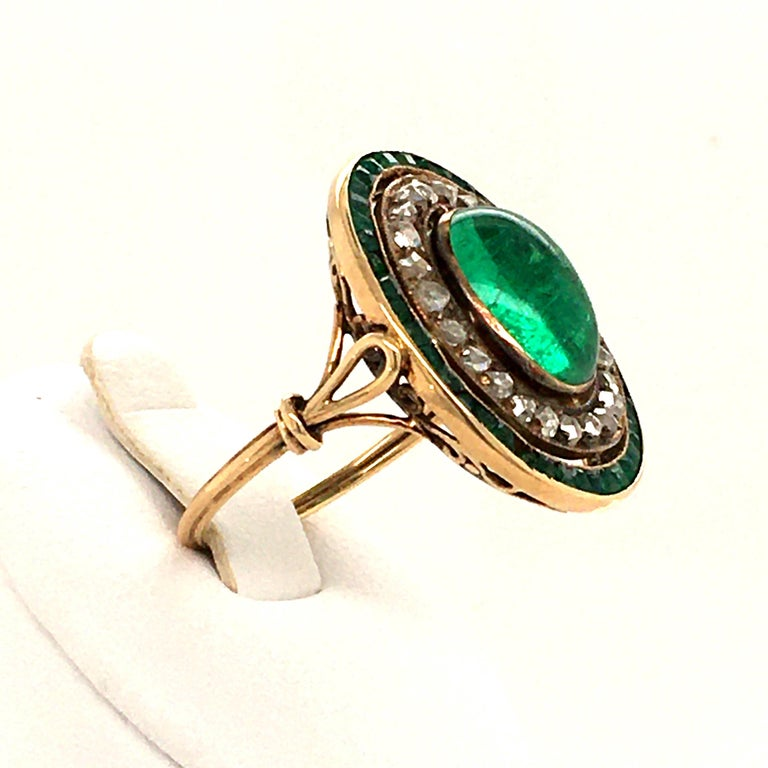 Antique Emerald and Diamond Ring in Yellow Gold For Sale 1