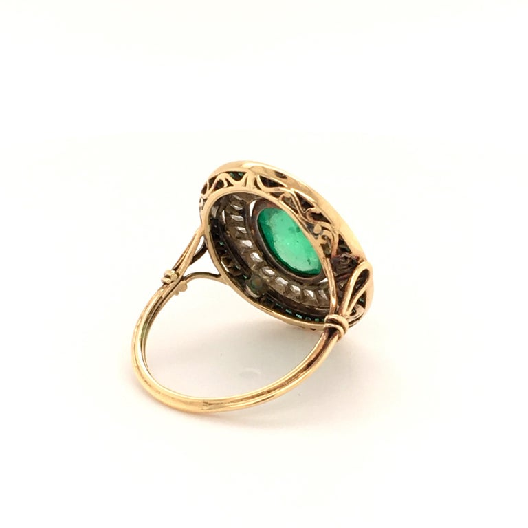 Antique Emerald and Diamond Ring in Yellow Gold For Sale 2