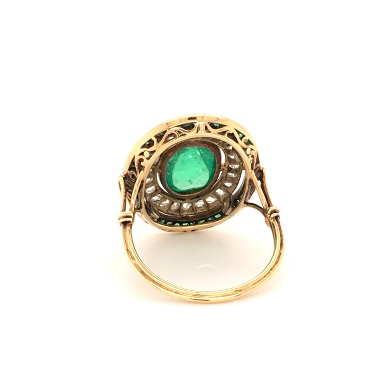 Antique Emerald and Diamond Ring in Yellow Gold For Sale 3