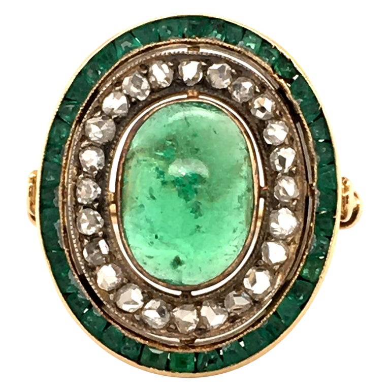 Antique Emerald and Diamond Ring in Yellow Gold For Sale