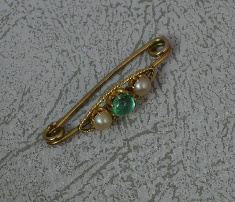 Victorian Antique Emerald Cabochon and Pearl 15 Carat Gold Pin Brooch For Sale