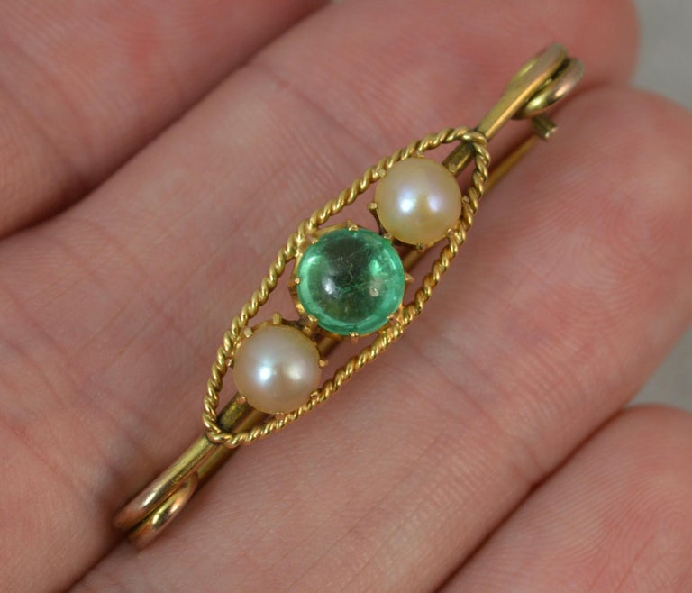 Antique Emerald Cabochon and Pearl 15 Carat Gold Pin Brooch For Sale 2