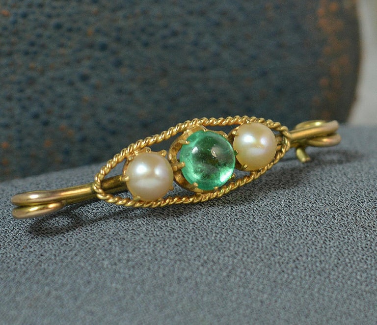 Antique Emerald Cabochon and Pearl 15 Carat Gold Pin Brooch For Sale 3