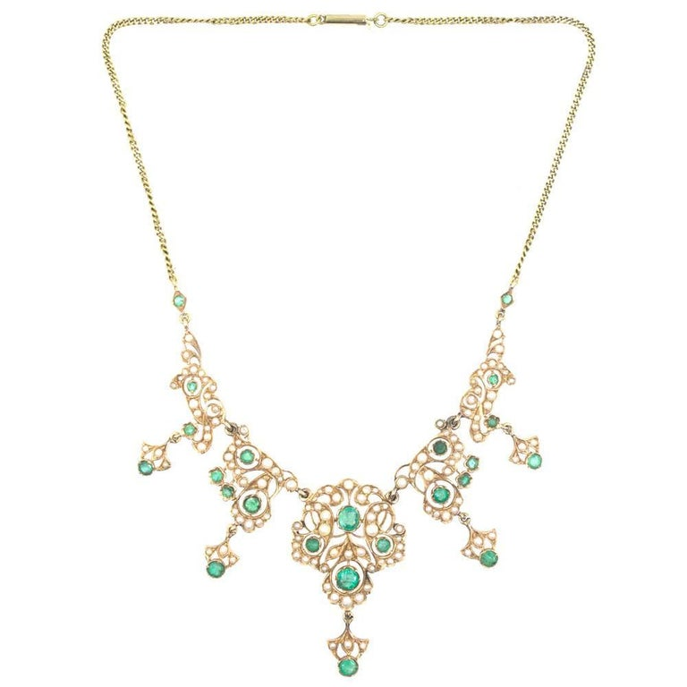 Round Cut Antique Emerald Pearl 14 Karat Yellow Gold Choker Necklace