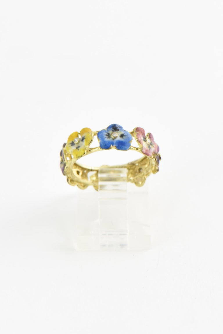 Antique Enamel and Diamond Yellow Gold Pansy Band Ring In Good Condition For Sale In Miami Beach, FL