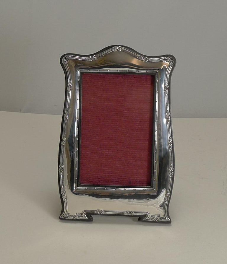 Early 20th Century Antique English Art Nouveau Photograph Frame in Sterling Silver For Sale