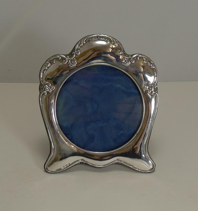 Antique English Art Nouveau Photograph Frame in Sterling Silver For Sale 1