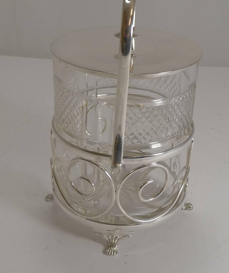 Antique English Cut Crystal and Silver Plate Biscuit Box, circa 1900 In Excellent Condition For Sale In London, GB
